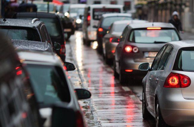 Trabalhar de carro todos os dias: vale a pena?