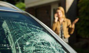 vidro do carro quebrado
